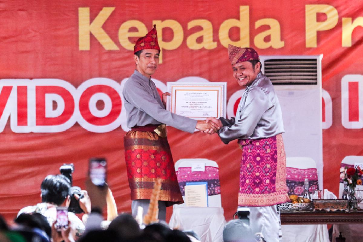 Kunjungi Palembang, Jokowi dan Istri Peroleh Gelar Adat Komering