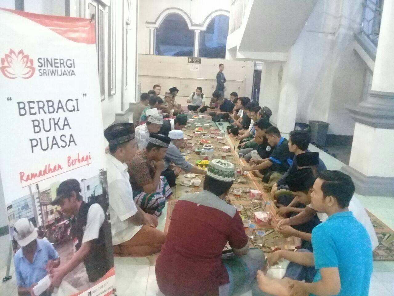 Masjid-masjid di Indralaya Banjir Takjil, Ternyata Sinergi Sriwijaya Dalangnya