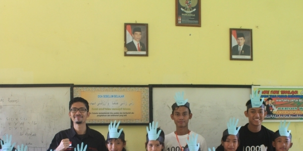 Edukasi Pemuda-Pemudi Bangsa Lewat Program Teaching and Giving Komunitas 1000 Guru Sumatera Selatan