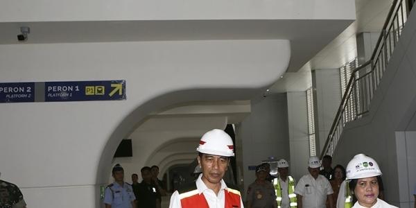Hebat! LRT Buatan Anak Bangsa Ini Buat Jokowi Bangga Saat Kunjungan di Palembang Lho!