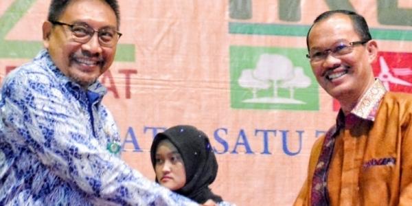Lagi, Walikota Palembang Dinobatkan Sebagai Pembina Kampung Iklim Terbaik di Indonesia!