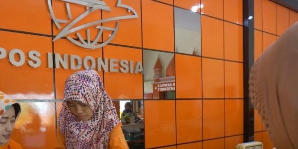 Mobil Pos Keliling Siap Layani Masyarakat Palembang