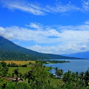 Pesona Danau Ranau, Permata Biru di Ujung Selatan Sumsel
